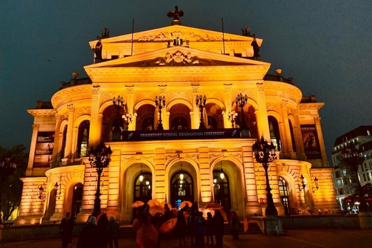Frankfurter Oper in Orange